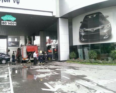 Cháy kho sơn ô tô ở tòa nhà Toyota Mỹ Đình